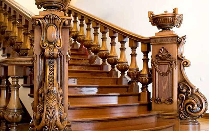 Cầu thang theo phong cách tân cổ điển bằng gỗ